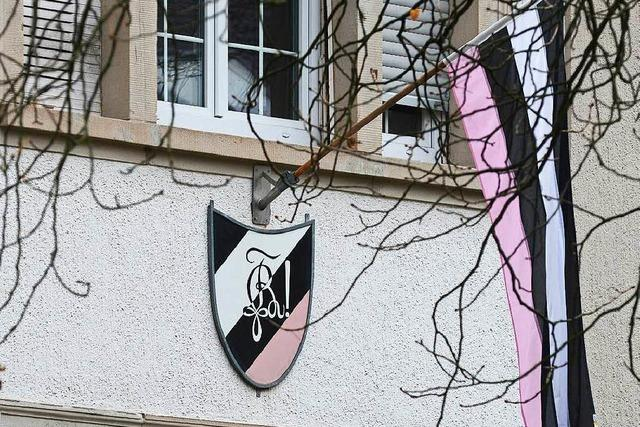 Unbekannte überfallen Verbindungshaus der Neoborussia in Freiburg