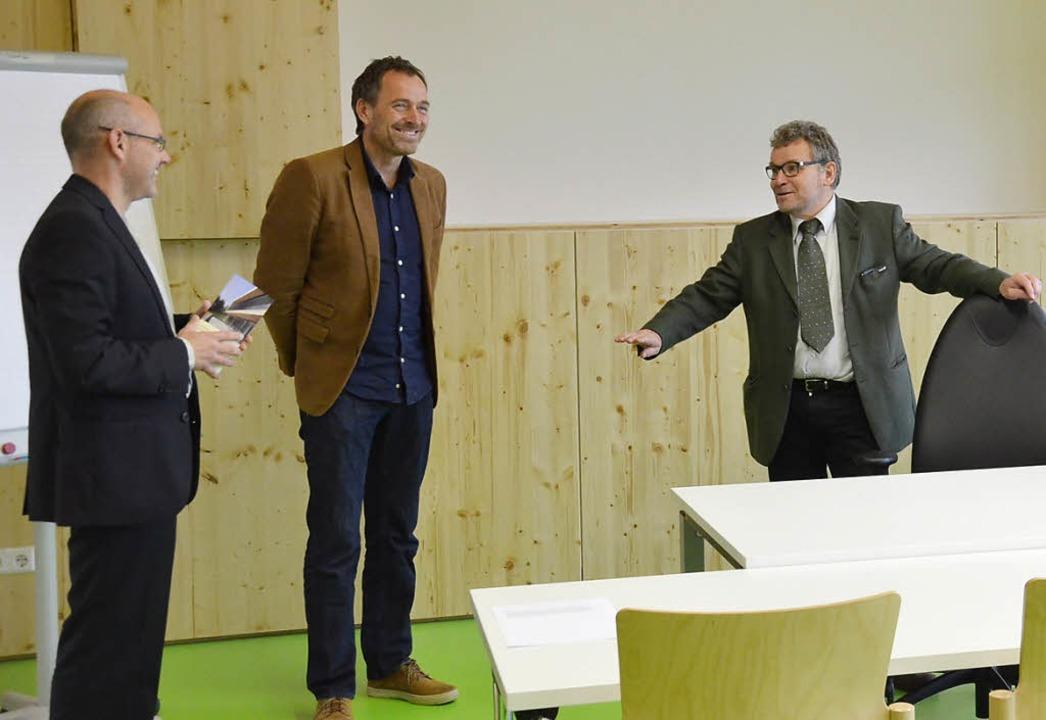 Die Architekten Frank Winterhalter und...präch mit Forstpräsident Meinrad Joos   | Foto: Alexandra Wehrle