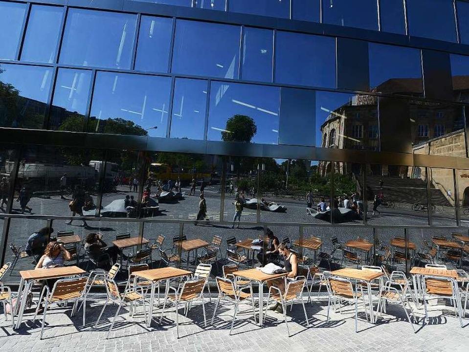 Werden bald Purpur-Erlen vor der neuen...ersitätsbibliothek in Freiburg blühen?    Foto: Rita Eggstein