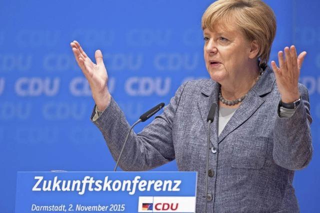 Merkel bleibt ihrer Linie treu – und erhält viel Beifall