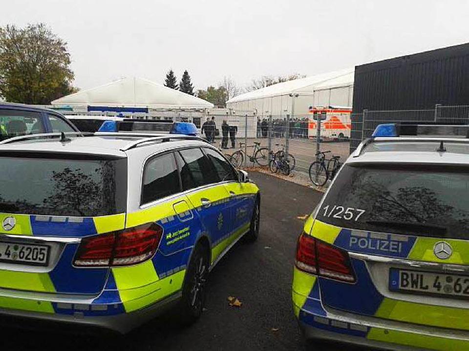 Polizeieinsatz an der EA in Freiburg.  | Foto: Charlotte Janz
