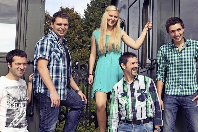 Die Band Götz'n Moritz covert sich in Emmendingen durch die Rockgeschichte