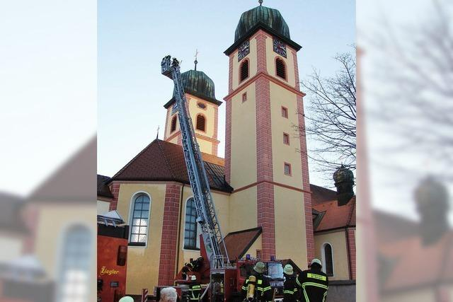 75 Feuerwehrleute proben
