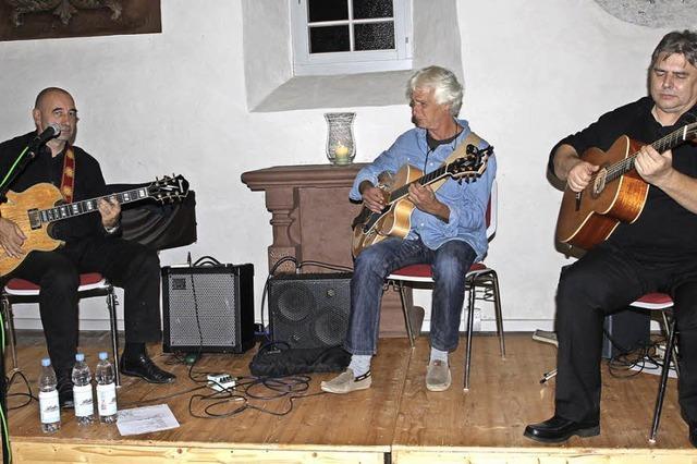 Gitarre hoch fünf in der Kirche St. Agathe