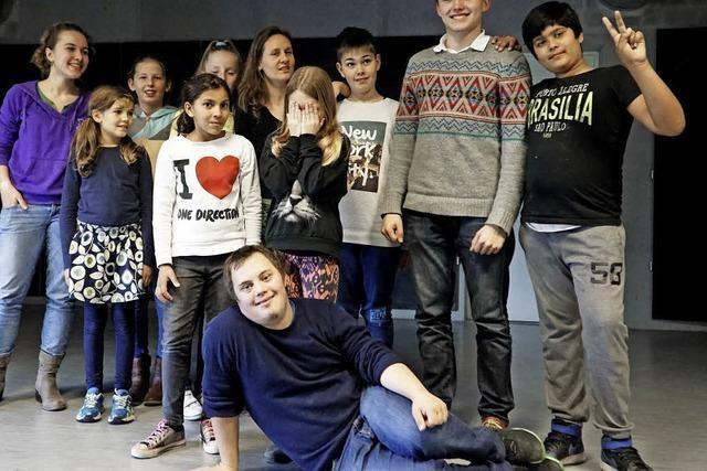 Tempus Fugit spielt mit Flüchtlingen