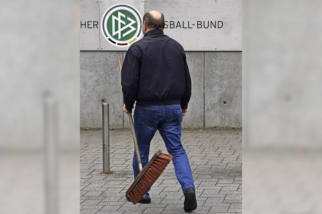 Steuerfahnder durchsuchen DFB-Zetrale und Privathäuser von Niersbach, Zwanziger und Schmidt