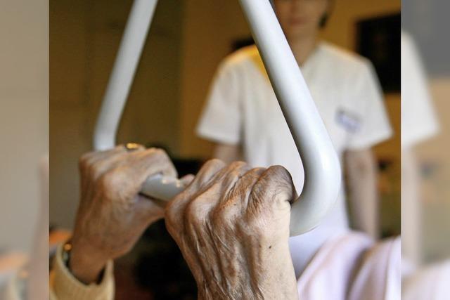 Weil eine Altenpflegerin ihre Patienten nicht mehr versorgen konnte, rief sie den Notruf