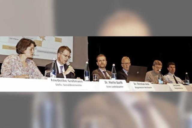 Landratsamt und Bürgermeister informierten über die Flüchtlingsunterbringung in Merzhausen