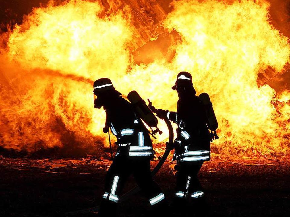 Im Brandfall – hier ein Symbolbild – muss es schnell gehen.  | Foto: dpa