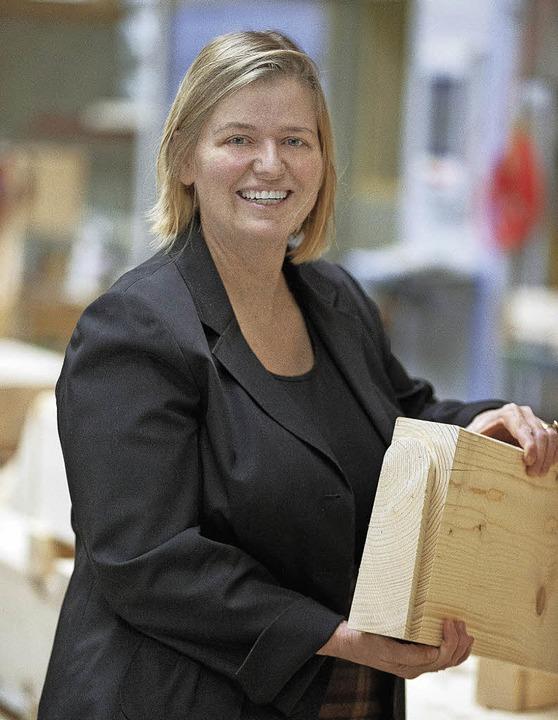 Lehner Holzbau GmbH in Bonndorf Wellen...ziellen Schwalbenschwanzverbindungen.     Foto: vfno