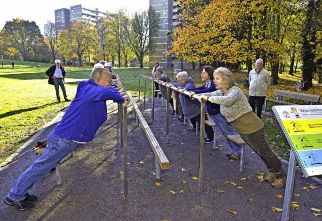 Balance, Kraft und Beweglichkeit lassen sich mit den neuen Geräten trainieren.     Foto: Michael Bamberger