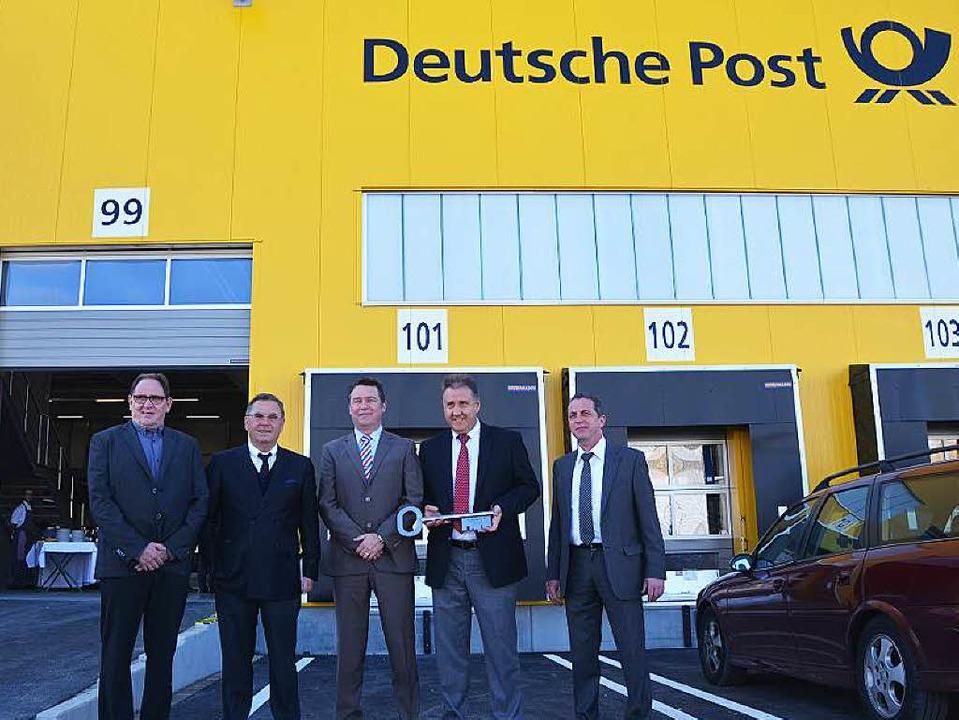 Hansrudi Brändlin (von links), Markus ...eute bei der Übergabe der neuen Halle.  | Foto: Victoria Langelott