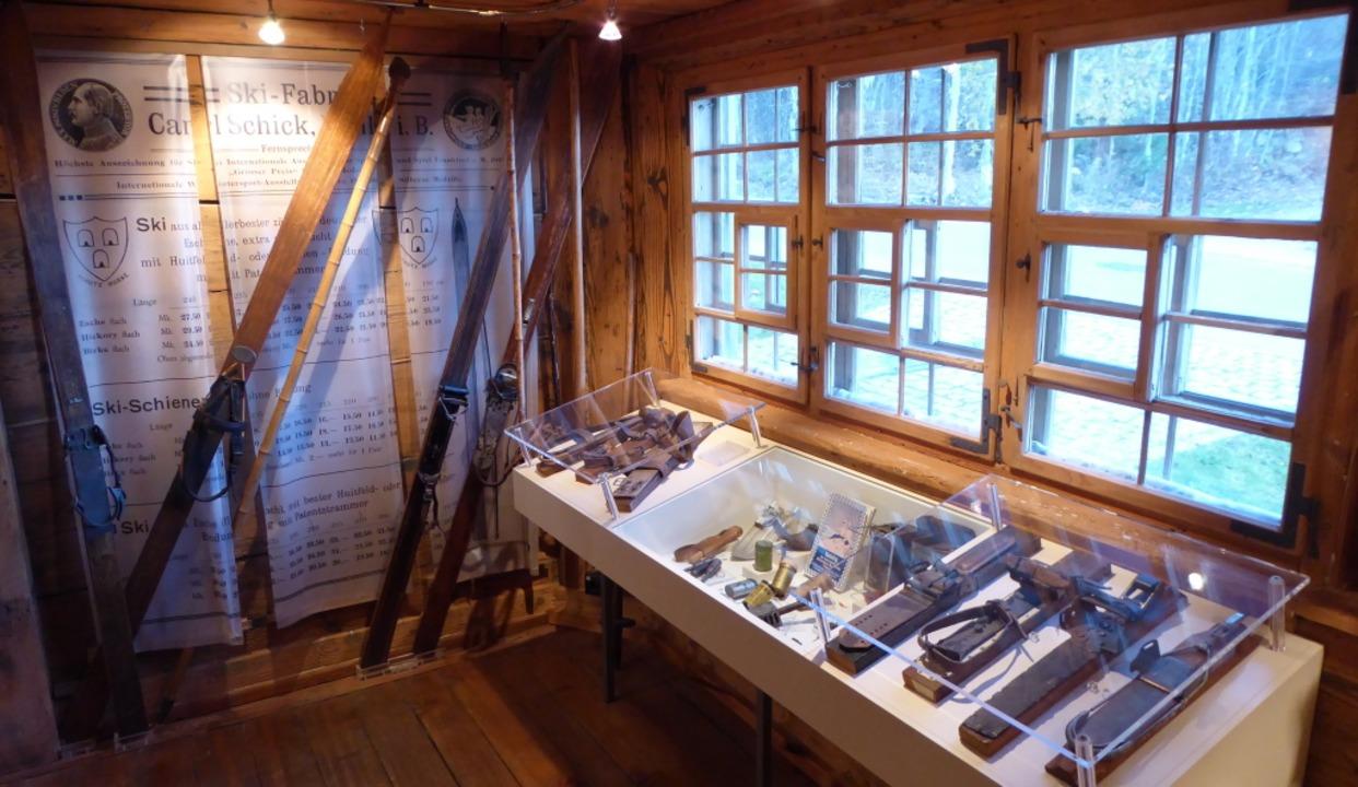 Historische Ecke mit Ausrüstung  aus den Anfängen    | Foto: Dieter Maurer