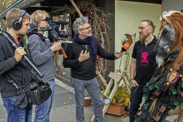 ZDF-Dreh bei Maskenschnitzer Simon Stiegeler