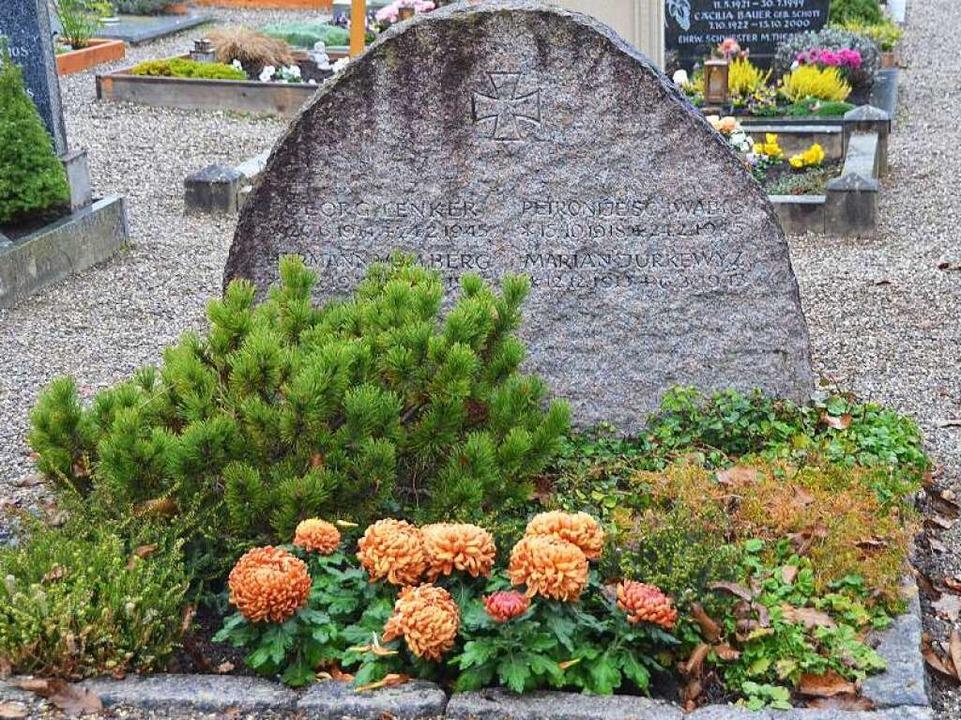 Gemeinsame Grabstätte für vier Männer,...sche Soldaten, ein Serbe und ein Pole.  | Foto: Manfred Frietsch