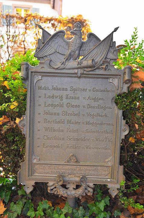 Auf dem Alten Friedhof in Freiburg eri...– unter ihnen zwei Gottenheimer.  | Foto: Manfred Frietsch