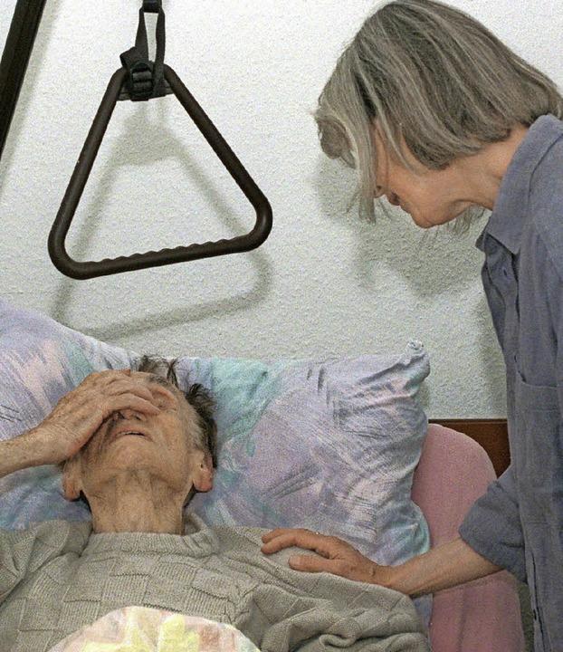 Wer am Ende des  Lebens steht, braucht...d seit langem  kontrovers diskutiert.     Foto: Norbert Försterling /dpa