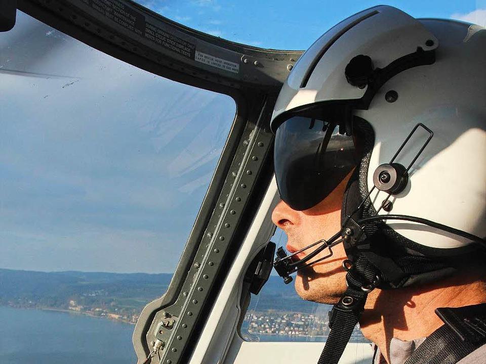 Pilot Oliver Barth über dem Bodensee  | Foto: Michael Saurer