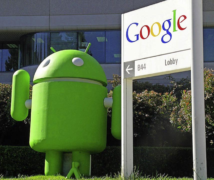 Die Google-Zentrale in Mountain View. Im Vordergrund das Android-Maskottchen  | Foto: dpa