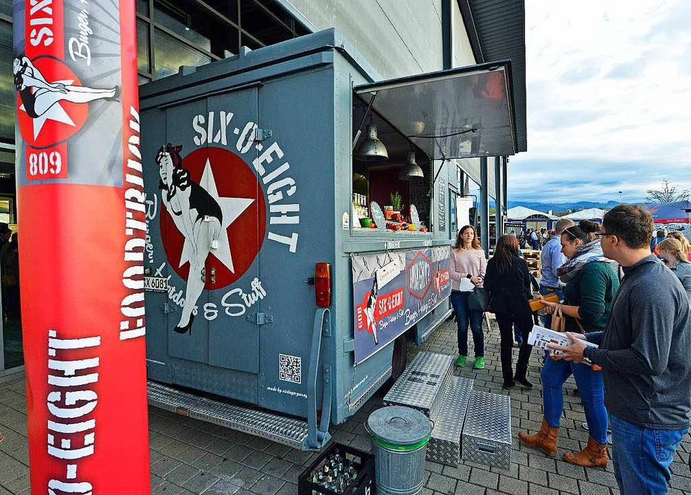 Besonders beliebt in der Streetfood-Ar...r Plaza Culinaria in Freiburg: Burger.  | Foto: Michael Bamberger