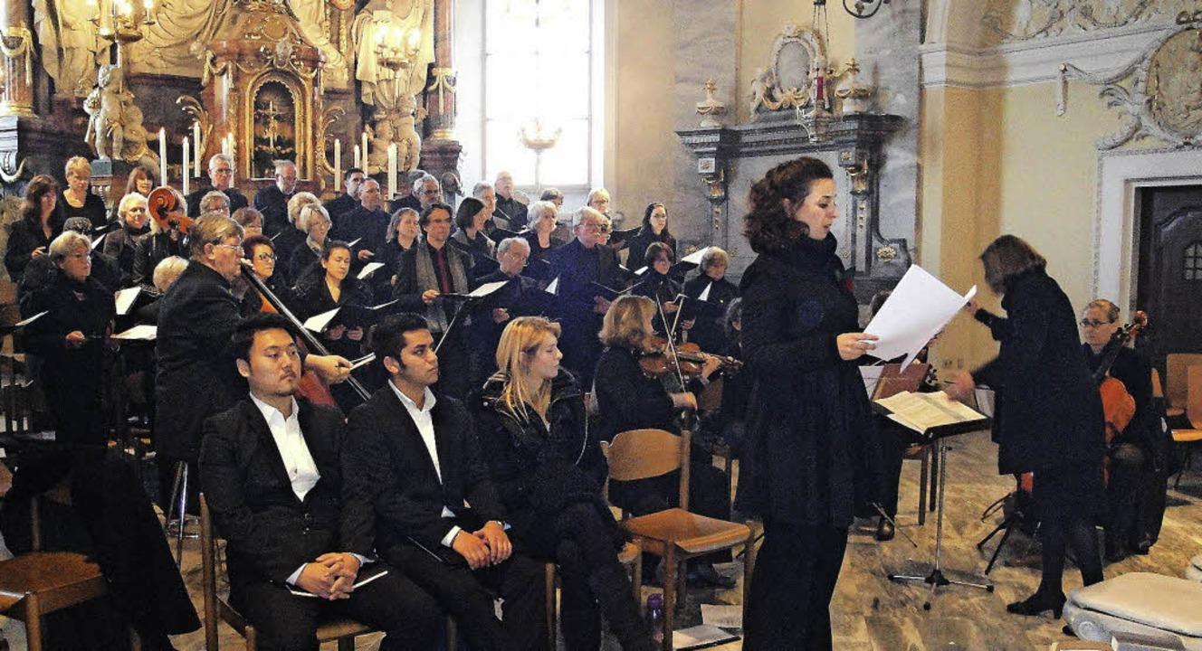 Der Chor Sankt Martin und vier  Solist...rten den Festgottesdienst am Sonntag.   | Foto: Hansjörg Bader