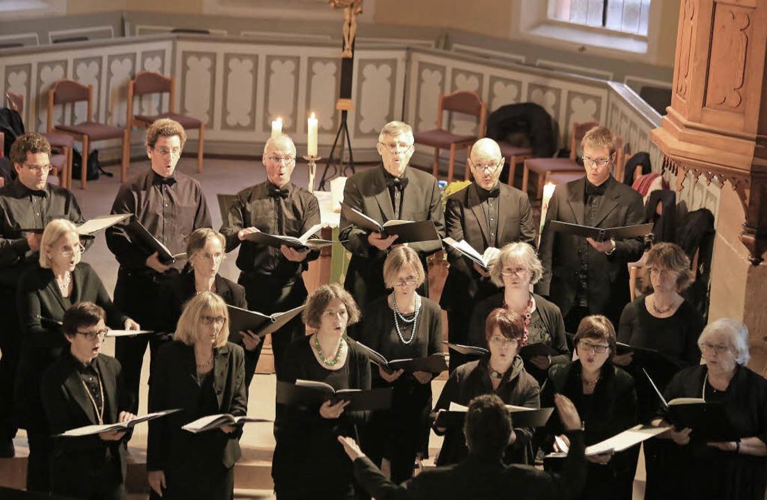 Susanne Moßmann hat mit ihrem Chor romantische Werke ausgesucht.   | Foto: sandra decoux-kone