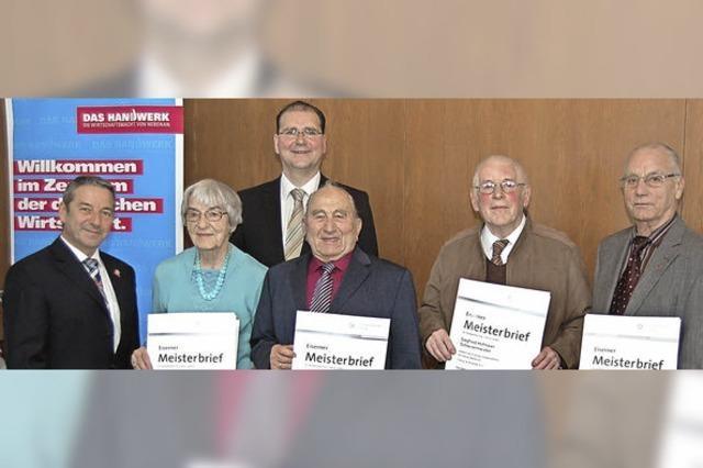 Eine Frau und vier Männer sind seit mehr als 60 Jahren Meister