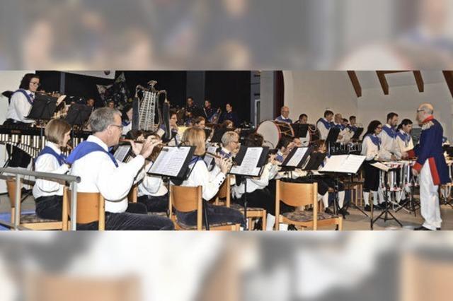 Fanfaren, Flöten und flotte Rhythmen