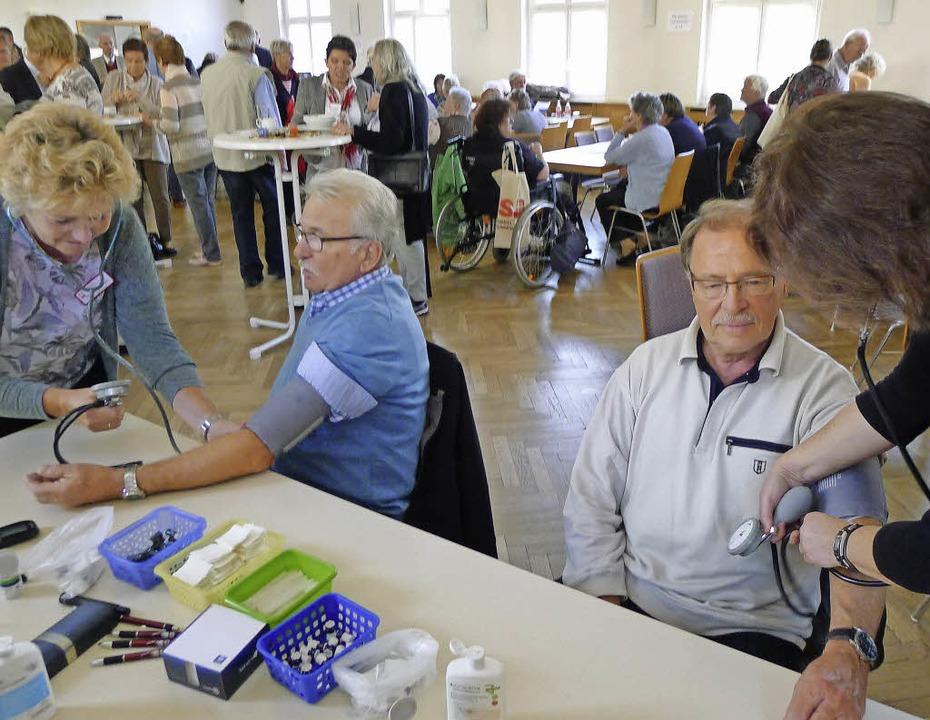 Blutdruck messen im Doppelpack.  | Foto: Eva Korinth