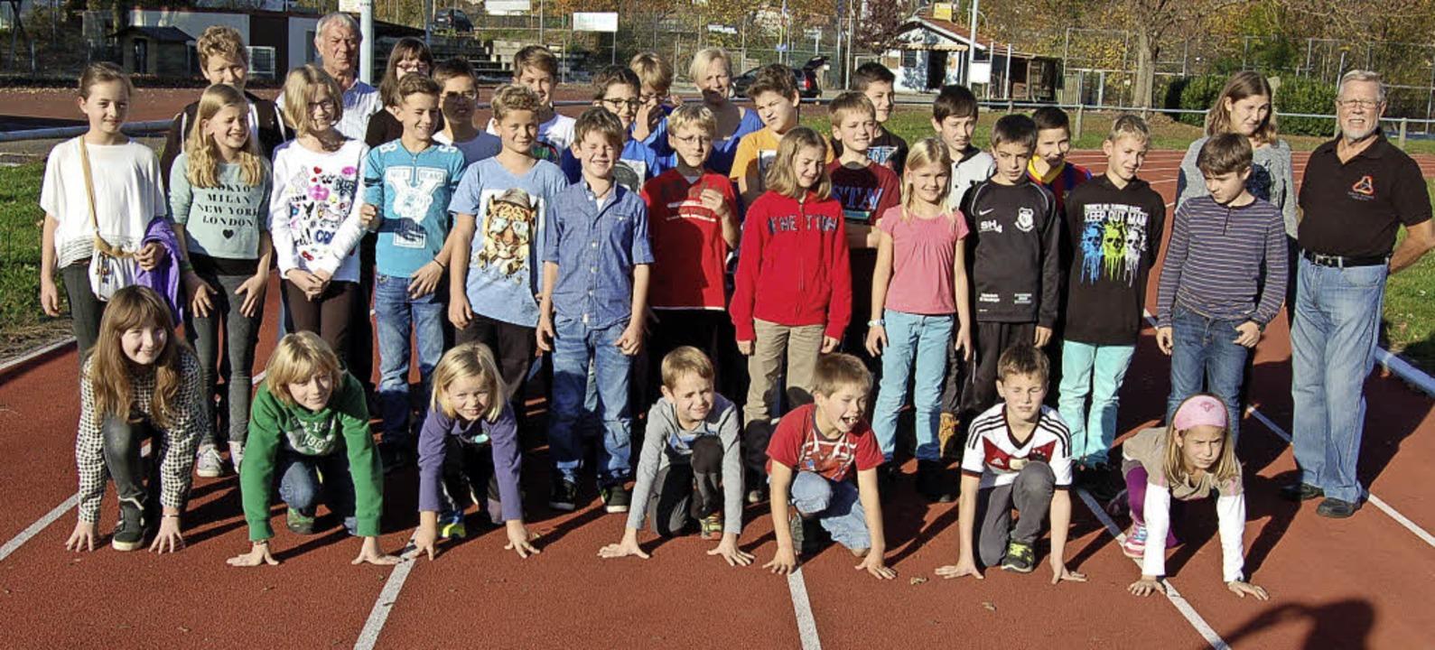 Früh übt sich<ppp>: </ppp>Am Nachmitta...die Jugendlichen ihre Sportabzeichen.   | Foto: Christian Ringwald