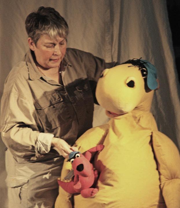 Den Auftakt der Theaterreihe bestritt ...rachenstein alias Brigitte van Lindt.   | Foto: Jörn Kerckhoff