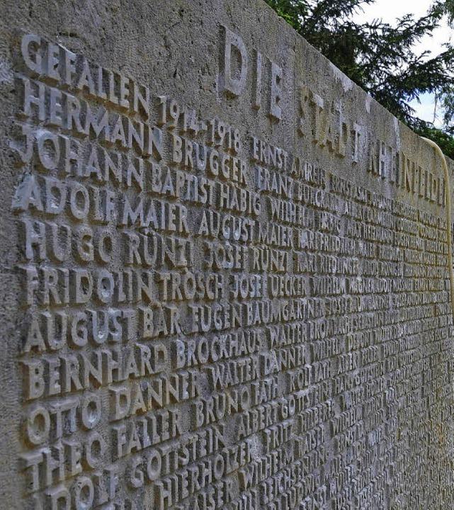 Das Ehrenmal auf dem Hauptfriedhof:  D...und Gewalt auf und mahnt zum Frieden.   | Foto: Ingrid Böhm-Jacob