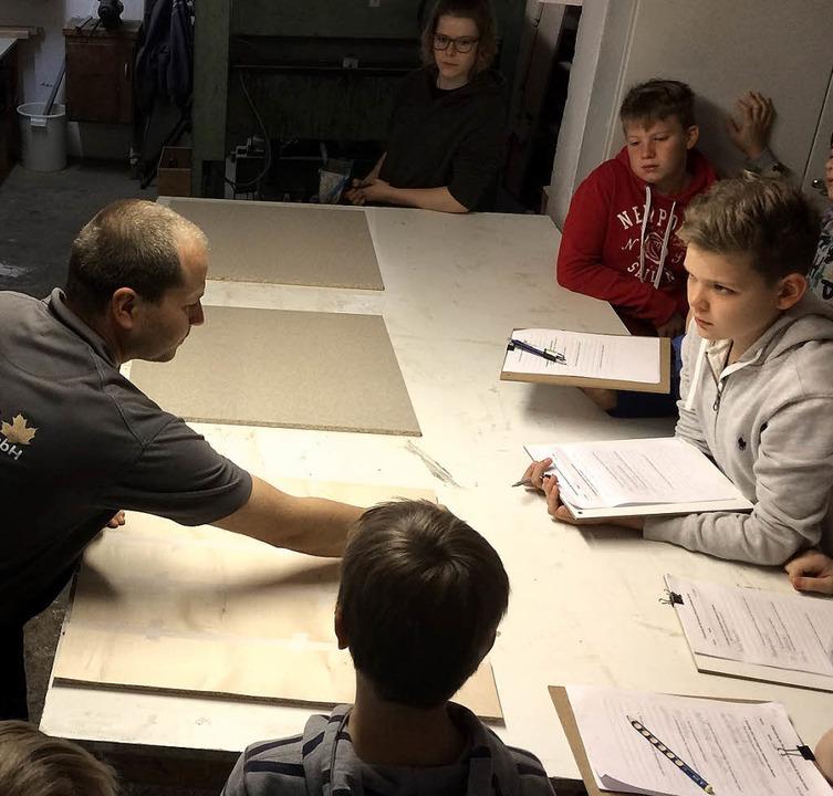 Schülerinnen und Schüler der Realschul...m Bildungspartner Stöcklin und Schwab   | Foto: Schreinerei Stöcklin&Schwab