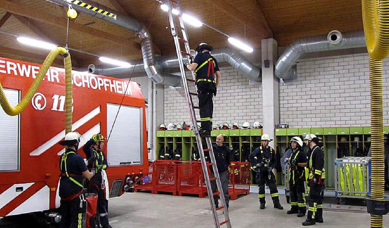 Unfallverhütung und Absturzsicherung übte eine Feuerwehrgruppe  | Foto: Privat