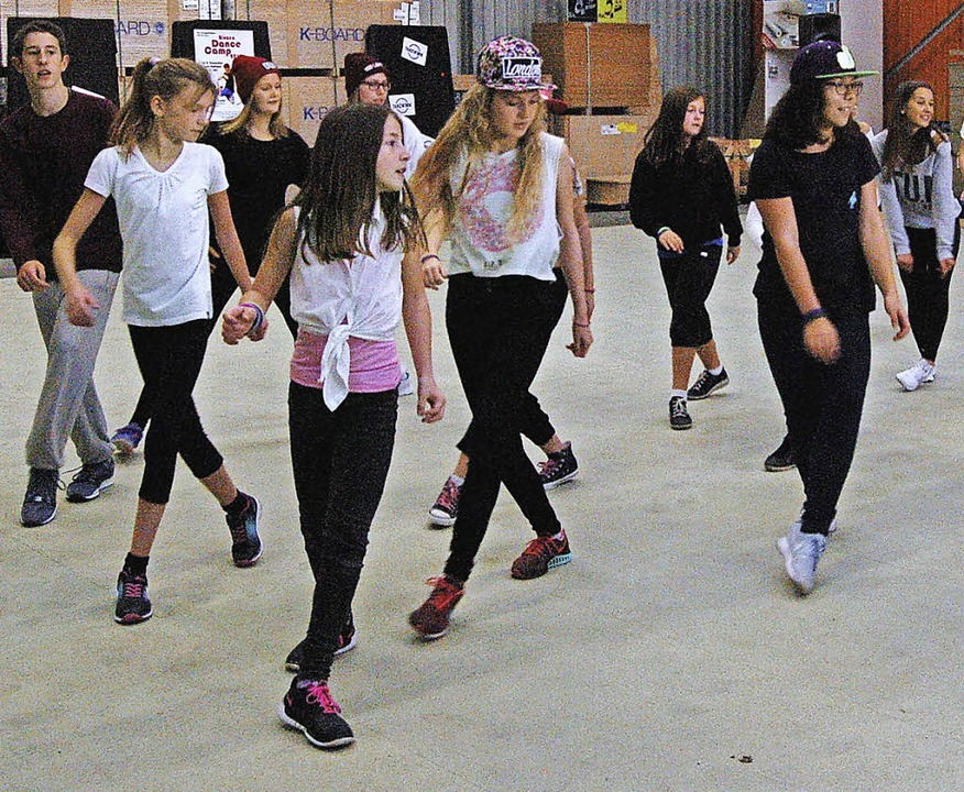 69  Jungen und Mädchen hatten  viel Spaß  beim Tanzen  im Binzener Dance Camp.  | Foto: Tamara KELLER