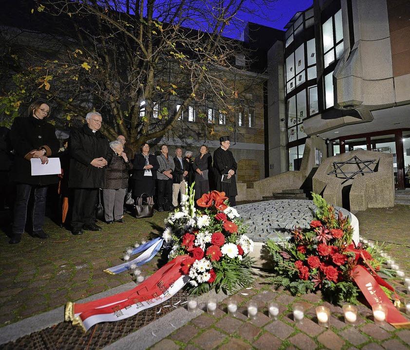Auch der Gedenkstein ist vor die neue Synagoge umgezogen.     Foto: Eggstein