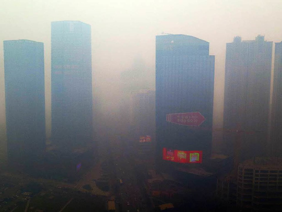 Man sieht, dass man wenig sieht in Shenyang.  | Foto: dpa