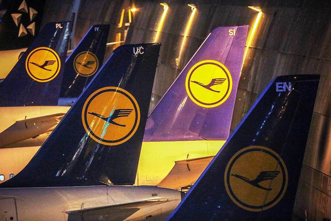 Der Kranich wehrt sich jetzt doch juri...n den Arbeitskampf der Flugbegleiter.   | Foto: dpa