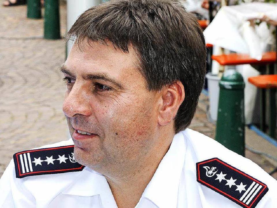 Feuerwehrkommandant Martin Hämmerle au...Brand auf dem Gelände von KVC Plastics    Foto: Siegfried Gollrad