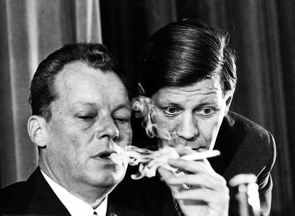Willy Brandt 1965 mit Helmut Schmidt.  | Foto: dpa