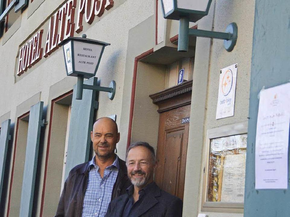 Neue Partner in der Alten Post: Roland...ks) und der Gebäudepächter Peter Maier    Foto: Winfried Dietsche