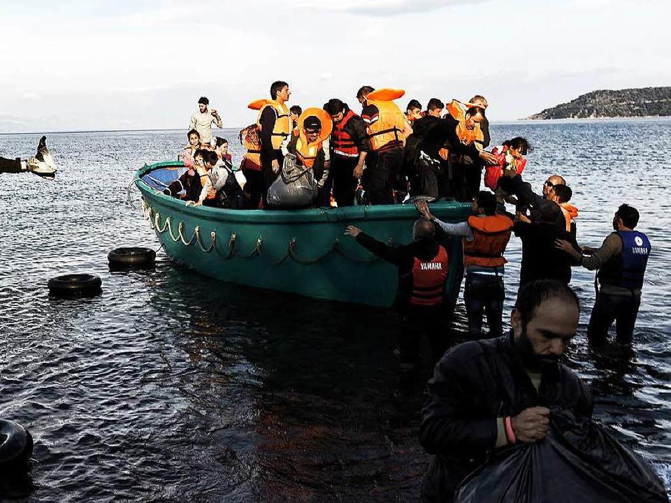 Flüchtlinge landen in Lesbos.    Foto: AFP