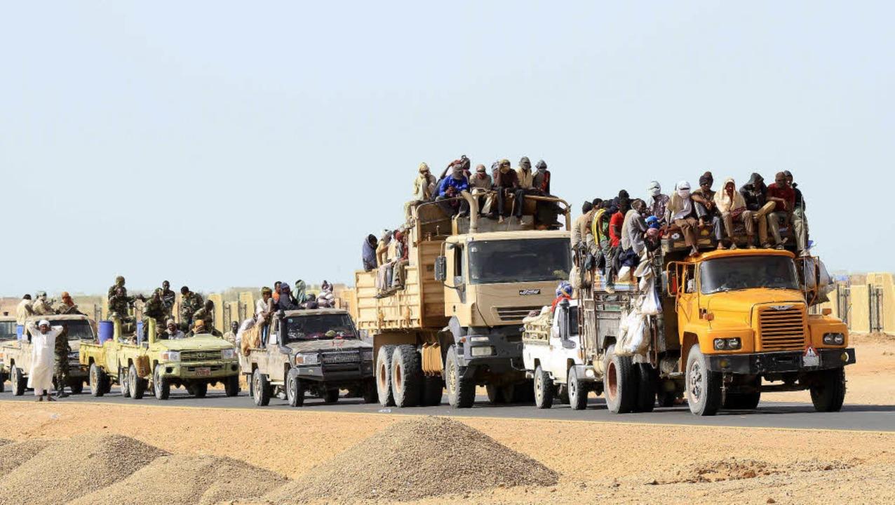 Gerettet: Diese Migranten waren an der...udanesischen Grenze ausgesetzt worden.  | Foto: DPA