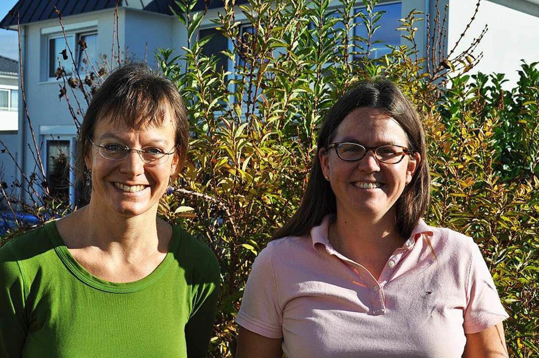 Cornelie Büchner (links) und Kerstin M...en Breisacher Helferkreis ausgearbeit.  | Foto: Kai Kricheldorff
