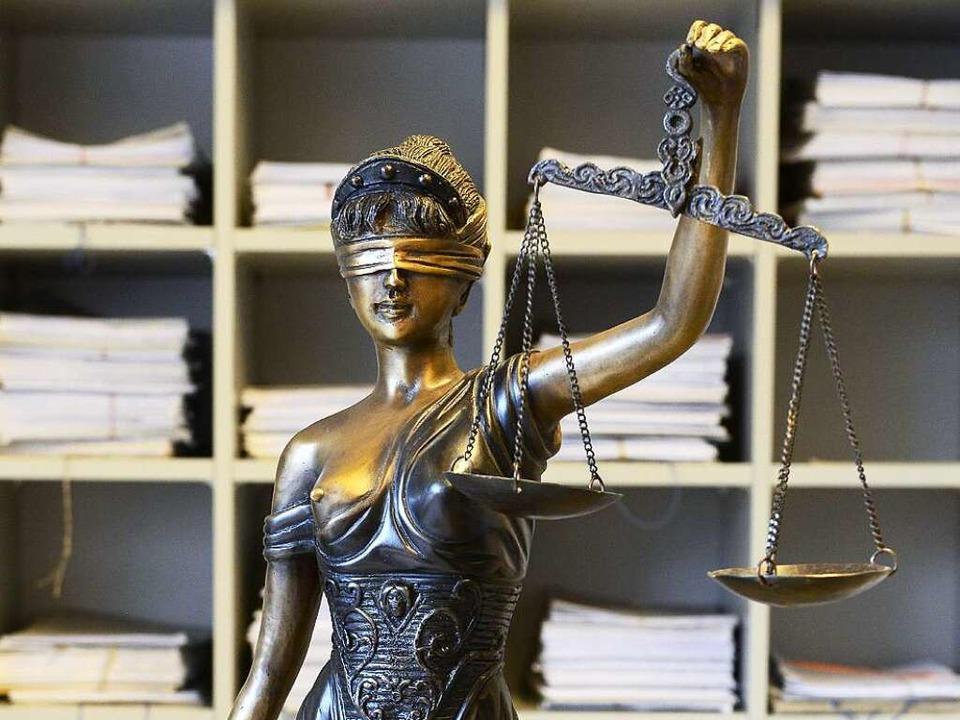 Beleidigung oder Meinungsäußerung? Das ist ein Fall für Justitia.  | Foto: Ingo Schneider