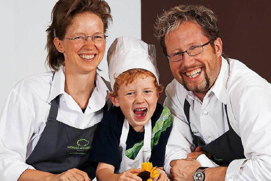 """Neuer Michelin-Stern für Bad Säckingen: Raimar Pilz und Annett Ronneberger (auf diesem Archivbild von 2013 mit Sohn Arne) überzeugten die Juroren in ihrem Restaurant """"Freigeist"""" in der Genuss-Apotheke. (Foto: Michaela Hasenberg)"""