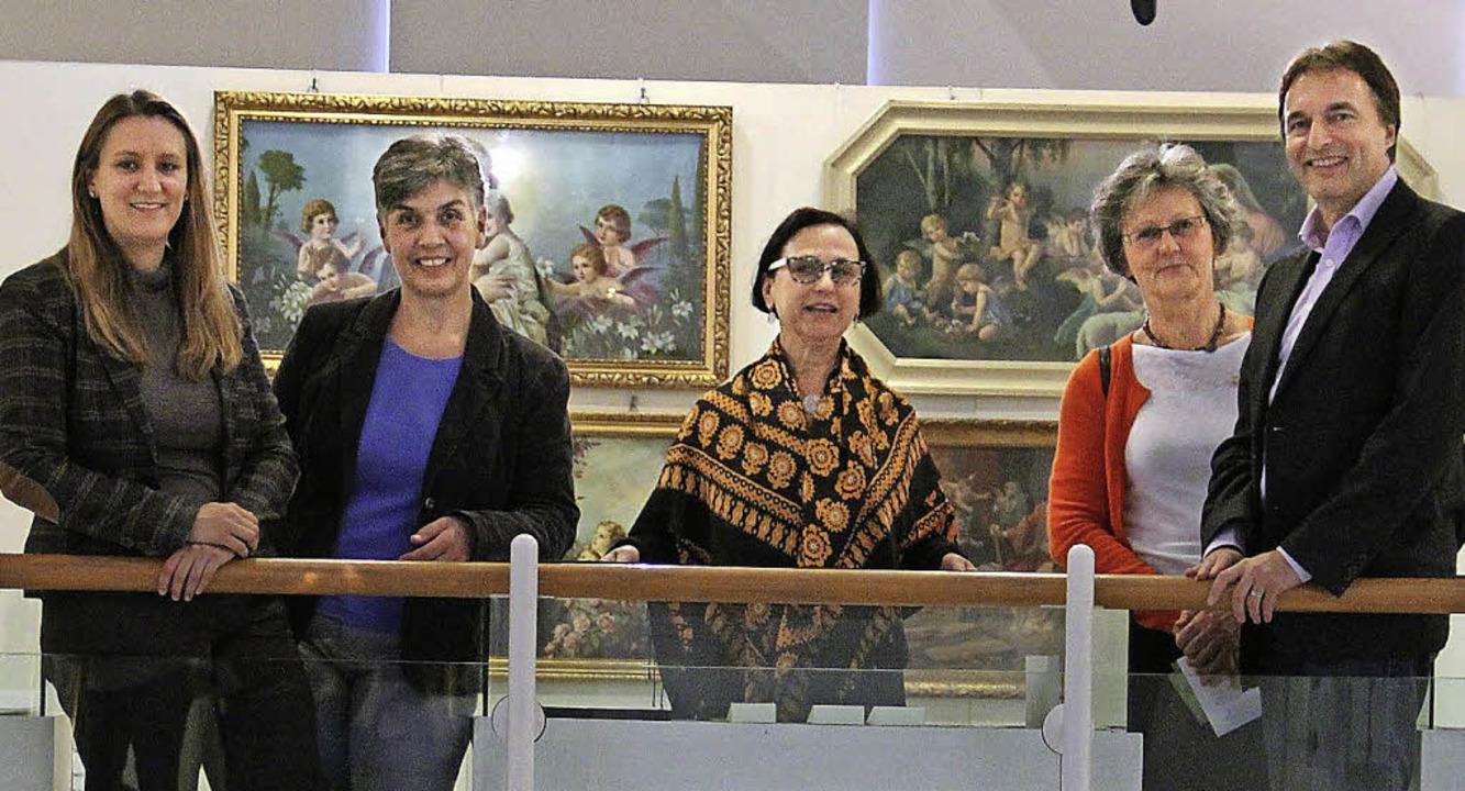 Die Ausstellungsmacher Nadine Rau, Ann...uch weniger Betuchte leisten konnten.   | Foto: Judith Reinbold
