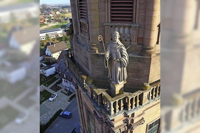 Über den Dächern der ehemaligen Klosterkirche Schuttern und dem Dorf