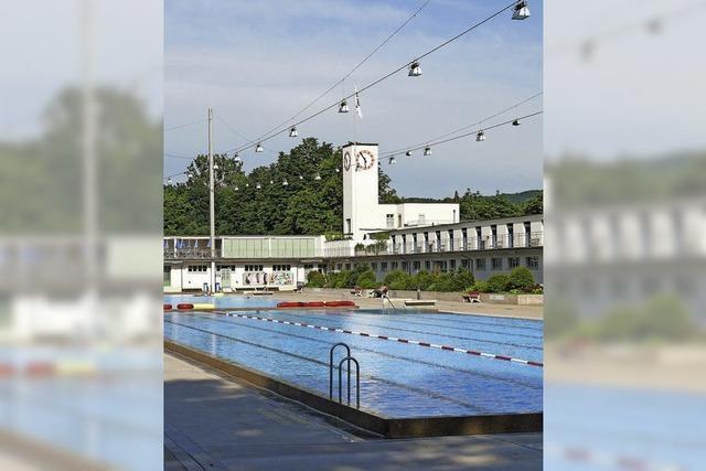 Traglufthalle überm Schwimmbecken