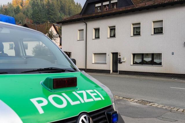 Acht Babyleichen gefunden - Polizei sucht 45-Jährige